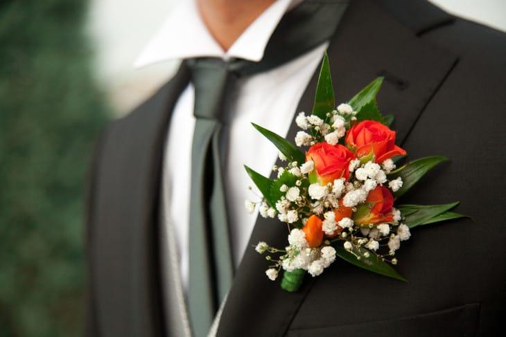 Бутоньерка для жениха из своих цветов своими руками